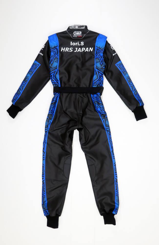 OMPレーシングカーとスーツ